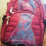 Рюкзак девичий класс 5-7,вместительный,удобный,спинка каркасная
