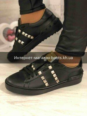 Женские кожаные кеды в стиле Valentino черные натуральная кожа