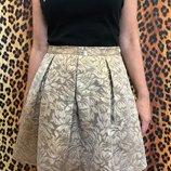 Золотая парчевая юбка мини очень красивая French Connection