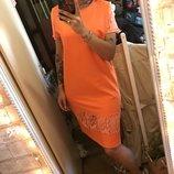 Эффектное трикотажное оранжевое платье с кружевом