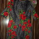 Платье миди футляр,серое с розами,трикотаж ,полу-батал