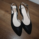 Стильные кожаные туфли CAPRICE
