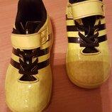 яркие фирменные кроссовочки Adidas