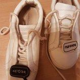 белые кожаные кроссовочки Zara