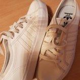 белые кроссовочки Adidas Mizza