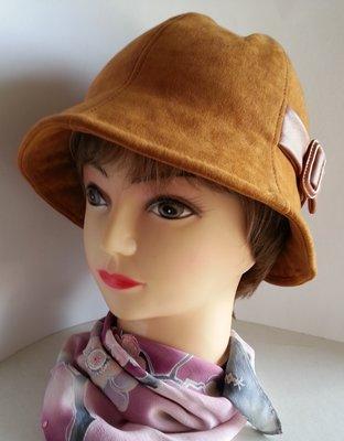 Шляпа женская. Колокольчик. Ткань - спандекс. Ручная работа.