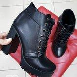 ЖенскиеБотинки черные на каблуке