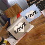 Стильная сумка почтальон Love В Наличии