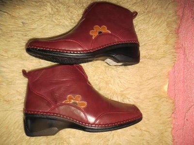 Женские ботиночки красные с цветком