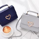 Элегантная женская сумка сундучок с сердечками В Наличии
