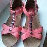 Clarks р.4.5 босоножки сандалии кожаные.оригинал.