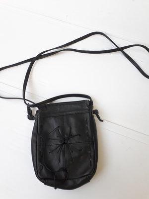 999c7b362ba1 Маленькая женская черная кожаная сумочка кросс-боди Италия в идеале ...