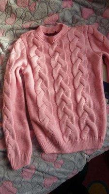 стильная теплая вязаная косами кофта нежно розового цвета 450 грн