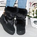 Шикарные зимние ботинки из натуральной замши декорированы ремешками и натуральным мехом