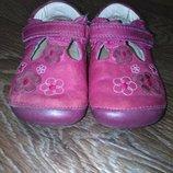 Кожаные мягкие туфельки, мокасины, туфли на девочку, первая обувь ребенка 19 размер Clarks