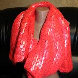 H&M большой яркий и фирменный шарф. очень красивый длина - 196 см., ширина - 25 см.