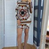 Платье с орнаментом принтом