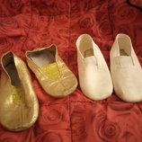 Кожаные чешки золотого цвета