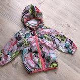 Очень стильная и модная куртка - ветровка с капюшоном. размер на 1.5-2.5 года бренд Next