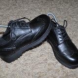 Женские туфли черные дерби - броги, на шнурках, на толстой подошве