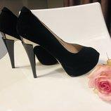 Черные туфли с красивым каблуком Наличие р 35-37