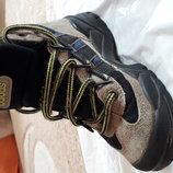 Продам ботинки демисезонные Адидас р. 28