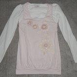 Бело-Нежно-Розовая футболка Next с красивыми вышивками цветов. На девочку 7 лет. Рост 122 см.