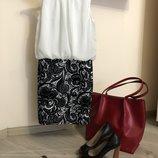 Очень стильное и красивое платье . размер 42 - 44 с - м бренд quiz