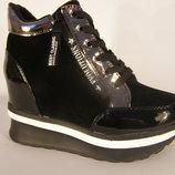 Стильные сникерсы ботинки женские