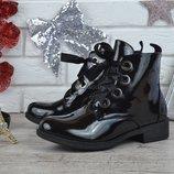 Ботинки женские лакированные на шнуровке Lui черные