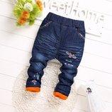 Акция 250 грн Модные джинсы для девочки утеплённые, на флисе и синтепоне с нашивками пчела.