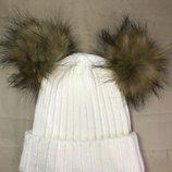 Зимняя шапка с 2 помпонами