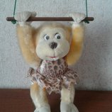 Обезьяна обезьянка мавпа макака на качелях