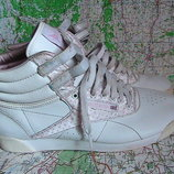 кроссовки кожаные 40р Reebok