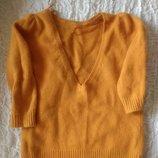 Яркий ангоровый свитер с вырезом не спинке Zara S