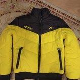 Демисезонная утеплённая спортивная курточка