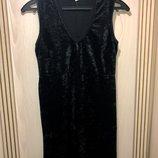 Бархатное велюровое платье,с красивым кружевом на груди размер м