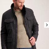 Серое мужское пальто от английского бренда Tu. Размер М. Пальто имеет много карманов, на плечах похо
