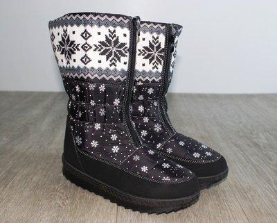 7b2f5e16a2a Стильные сапоги дутики женские зимние со снежинками черные