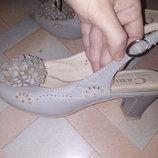 Босоножки кожаные фирма Camidy р.35-36
