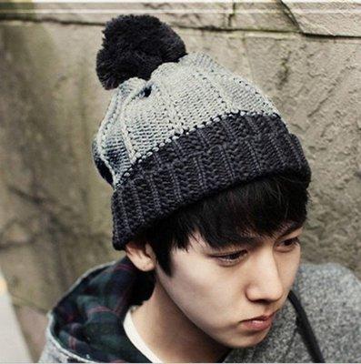 зимняя вязаная мужская шапка с помпоном чёрно серая код 95 148 грн