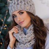 Комплект «Эустома» шапка и шарф-хомут светло-серый