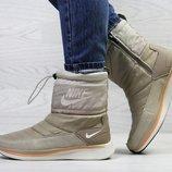 Зимние женские сапоги Nike бежевый
