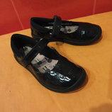 Туфли школьные р. 27 9 F Clarks, Камбоджа, натуральная кожа