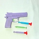 Пистолет пластиковый со стреляющим механизмом