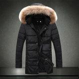 Зимняя длинная куртка с отстёгивающимся капюшоном.