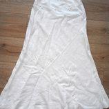 Красивая белая юбка с вышивкой из льна.