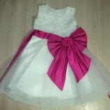 Красивое нарядное платье с малиновым ярким бантом