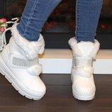 Зимние белые ботинки на липучках со стразами