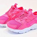 Яркие стильные розовые кросовки